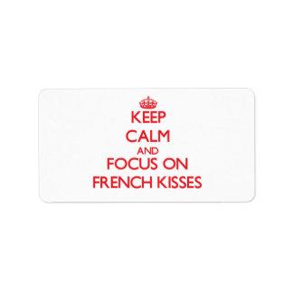 Guarde la calma y el foco en besos franceses etiquetas de dirección
