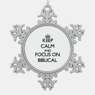 Guarde la calma y el foco en bíblico adorno de peltre en forma de copo de nieve
