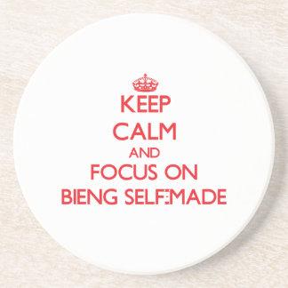 Guarde la calma y el foco en Bieng hecho a sí mism Posavaso Para Bebida