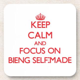 Guarde la calma y el foco en Bieng hecho a sí mism Posavaso