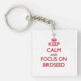 Guarde la calma y el foco en Birdseed Llavero Cuadrado Acrílico A Doble Cara