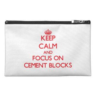 Guarde la calma y el foco en bloques del cemento