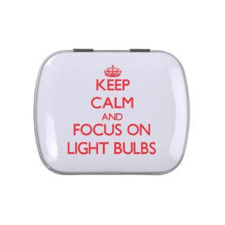 Guarde la calma y el foco en bombillas jarrones de dulces