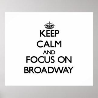 Guarde la calma y el foco en Broadway Póster