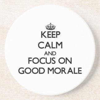 Guarde la calma y el foco en buena moral posavaso para bebida