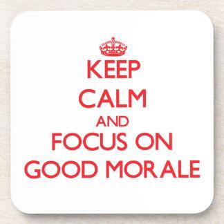 Guarde la calma y el foco en buena moral posavaso