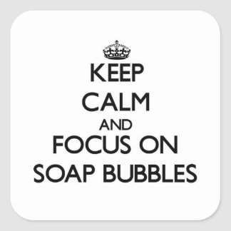 Guarde la calma y el foco en burbujas de jabón calcomanias cuadradas