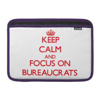 Guarde la calma y el foco en burócratas funda para macbook air
