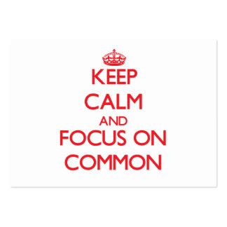 Guarde la calma y el foco en campo común tarjetas de visita grandes