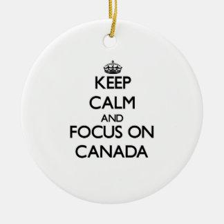 Guarde la calma y el foco en Canadá Adorno Para Reyes