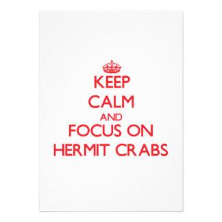 Guarde la calma y el foco en cangrejos de ermitaño anuncios