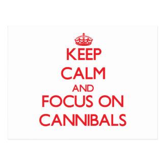 Guarde la calma y el foco en caníbales tarjeta postal