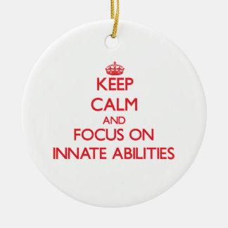 Guarde la calma y el foco en capacidades naturales adorno de navidad