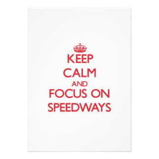 Guarde la calma y el foco en carreteras anuncio