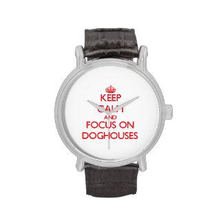 Guarde la calma y el foco en casetas de perro relojes de mano