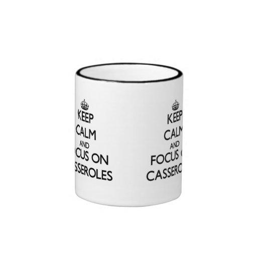 Guarde la calma y el foco en cazuelas tazas de café