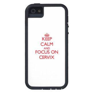 Guarde la calma y el foco en cerviz iPhone 5 cárcasas