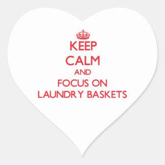 Guarde la calma y el foco en cestas de lavadero