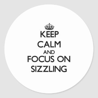 Guarde la calma y el foco en chisporrotear pegatinas redondas
