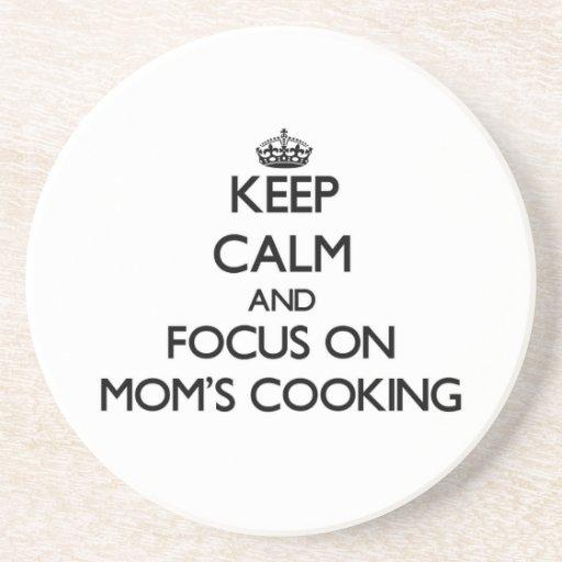Guarde la calma y el foco en cocinar de las mamáes posavasos personalizados