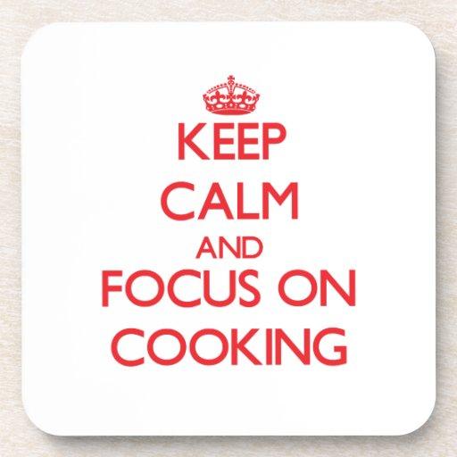 Guarde la calma y el foco en cocinar posavaso