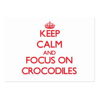 Guarde la calma y el foco en cocodrilos plantillas de tarjeta de negocio