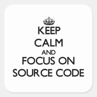 Guarde la calma y el foco en código fuente pegatina cuadrada