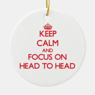 Guarde la calma y el foco en comparativo adorno navideño redondo de cerámica
