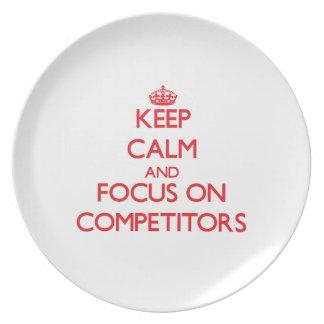 Guarde la calma y el foco en competidores plato para fiesta
