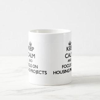 Guarde la calma y el foco en complejos de vivienda taza de café