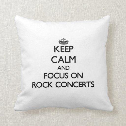 Guarde la calma y el foco en conciertos de rock almohadas