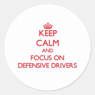 Guarde la calma y el foco en conductores etiqueta redonda