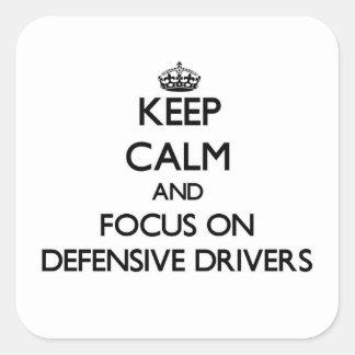 Guarde la calma y el foco en conductores calcomania cuadradas
