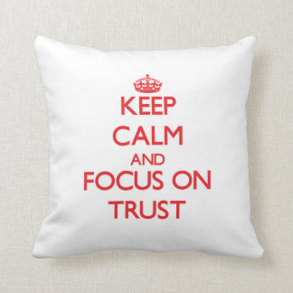 Guarde la calma y el foco en confianza cojin