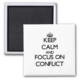 Guarde la calma y el foco en conflicto imanes de nevera