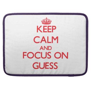 Guarde la calma y el foco en conjetura fundas para macbooks