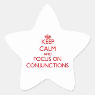 Guarde la calma y el foco en conjunciones colcomanias forma de estrellaes