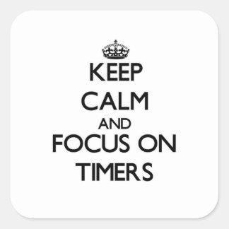 Guarde la calma y el foco en contadores de tiempo calcomanías cuadradass