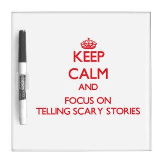 Guarde la calma y el foco en contar historias pizarra