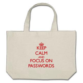 Guarde la calma y el foco en contraseñas bolsa de mano