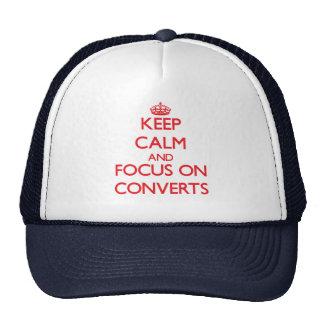 Guarde la calma y el foco en convertidos gorras de camionero