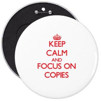 Guarde la calma y el foco en copias pins