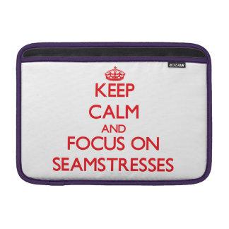 Guarde la calma y el foco en costureras fundas MacBook