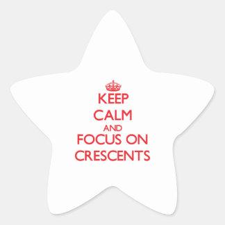 Guarde la calma y el foco en crecientes calcomanía cuadrada