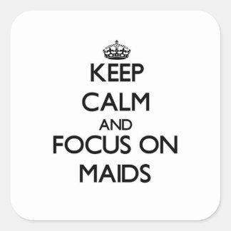 Guarde la calma y el foco en criadas