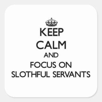 Guarde la calma y el foco en criados perezosos