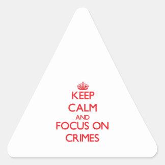 Guarde la calma y el foco en crímenes pegatina triangular