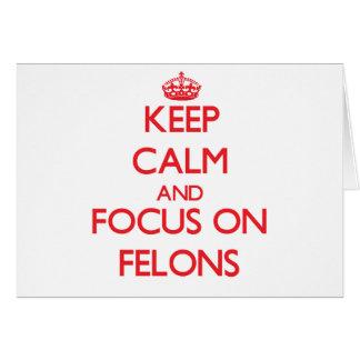 Guarde la calma y el foco en criminales tarjeta de felicitación