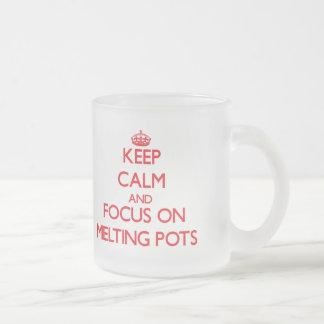Guarde la calma y el foco en crisol taza cristal mate