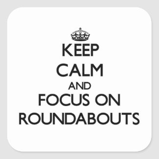Guarde la calma y el foco en cruces giratorios calcomanías cuadradas personalizadas